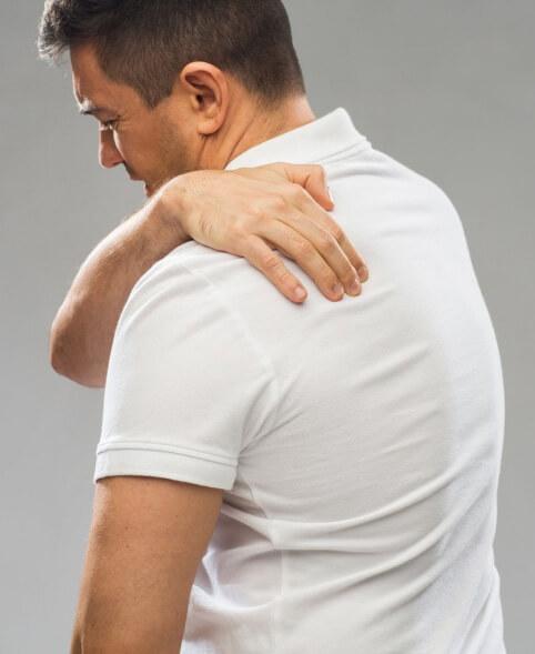 От неудобного положения и неправильной осанки появились боли в спине и шее